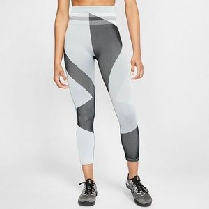 The Nike Sculpt Icon Clash Crop Running Tights XS
